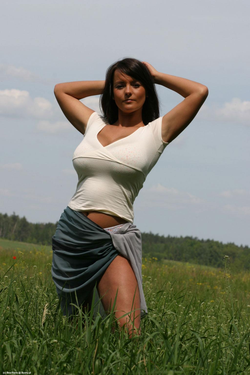 vergin girl naked picture
