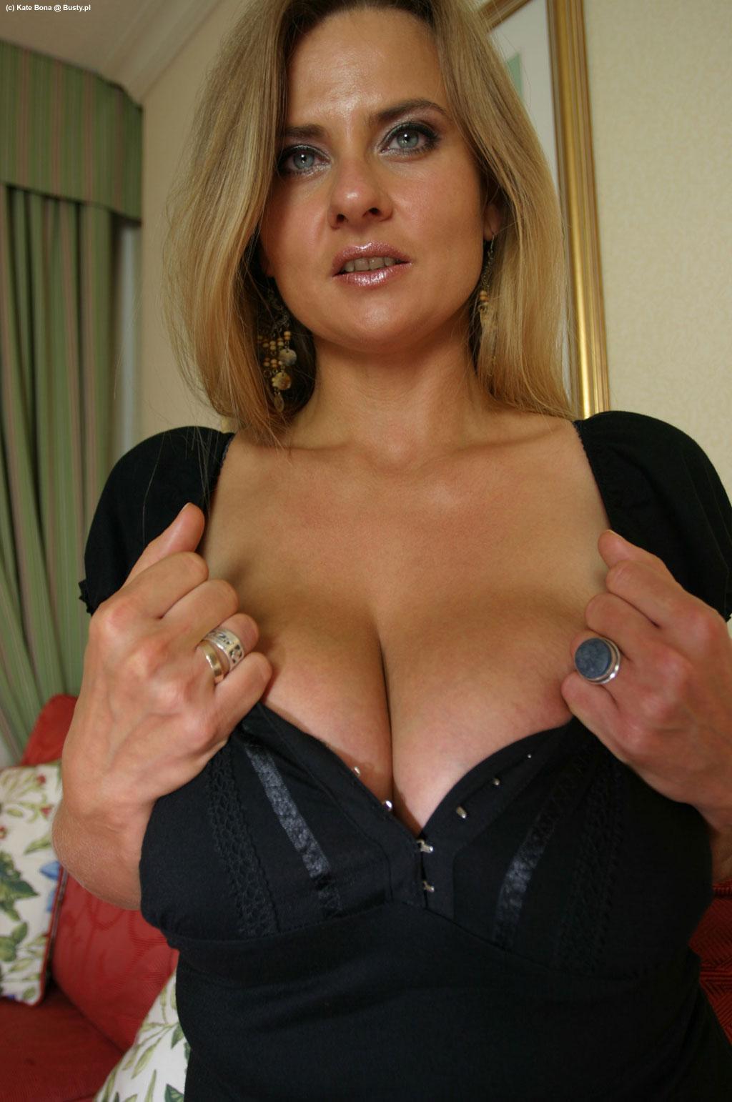 Busty Nude Black